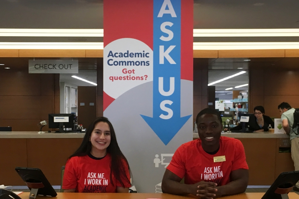 Student navigators help facilitate Academic Commons.