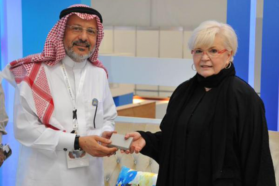 Linda Lemasters with the president of Taibah University. (Photo courtesy Linda Lemasters)