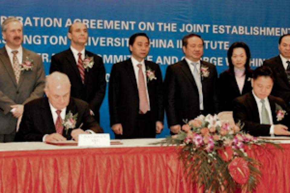 GW School of BusineDoug Guthrie, Steven Lerman, Steven Knapp, Barry Yang Zhi Ping and Chinese officials in front of table