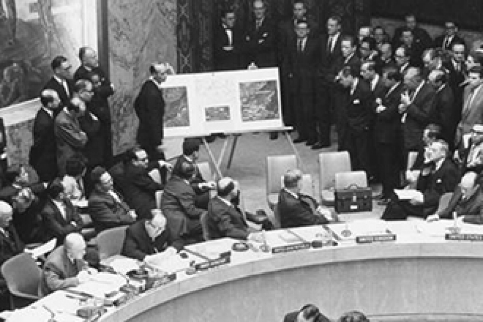 time essay the lessons of the cuban missile crisis
