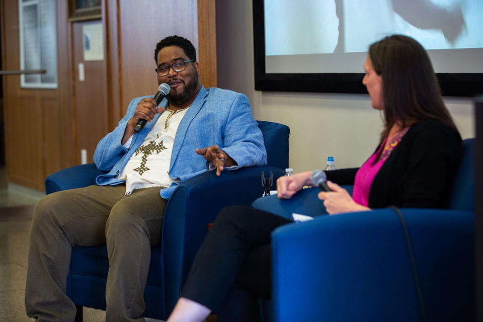 "Gabriel ""Asheru"" Benn discusses the importance of the arts in education with GSEHD's Maia Sheppard. (Harrison Jones/GW Today)"