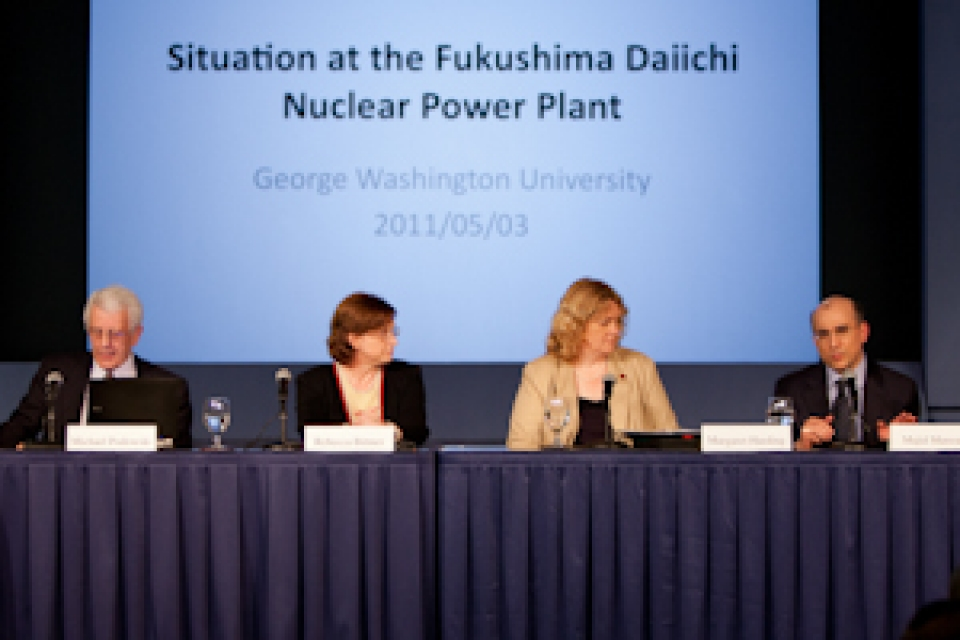 Situation at the Fukushima Daiichi nuclear power plant: panel of speakers sits at long table with screen behind them
