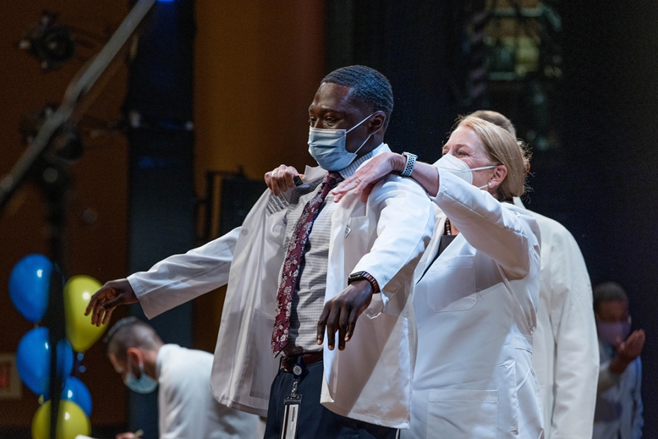 A student receives their first white coat, signifying the start of their medical journey. (William Atkins/GW Today)