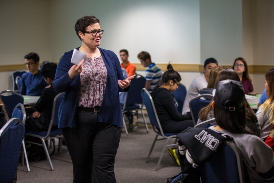 Carrie Ross leads a Title IX training session for freshmen. (Zach Marin/GW Today)