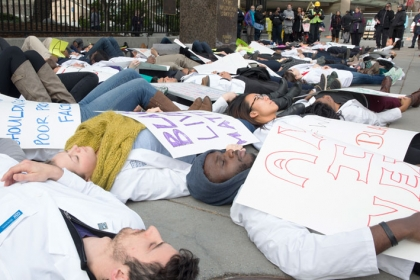 Medical students demonstrate for #WhiteCoats4BlackLives. (Photo: William Atkins)